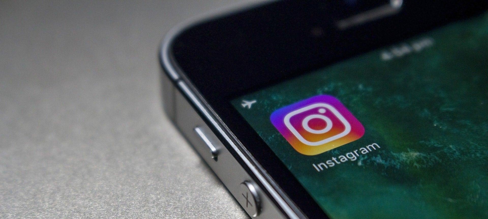 Telefoon met instagram app